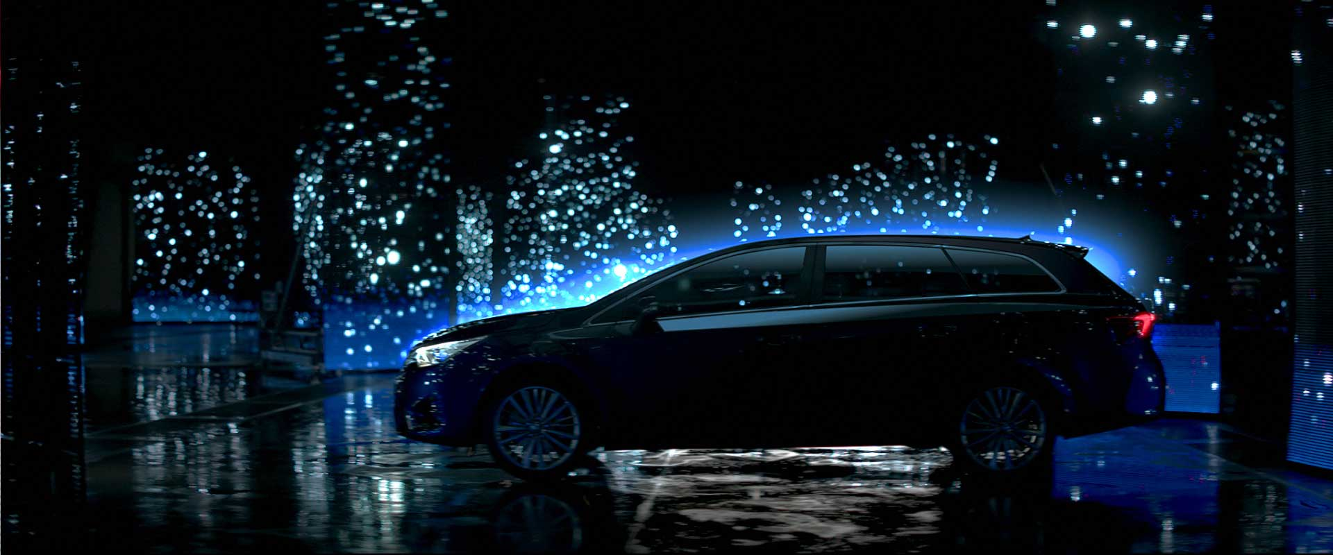 Sideview car. Still from Toyota Avensis - Commercial
